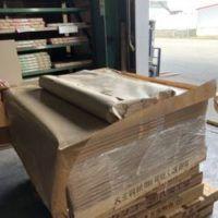 雑貨屋で使われる包装用クラフト紙の加工です。