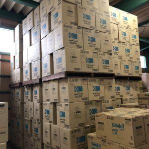 倉庫の一部です。大量のティッシュを在庫しています