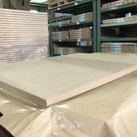 茶色系の包装紙です。大きなものを包んだり、割れ物を包むときに使われます。