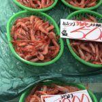 魚市場での鮮魚包装紙です