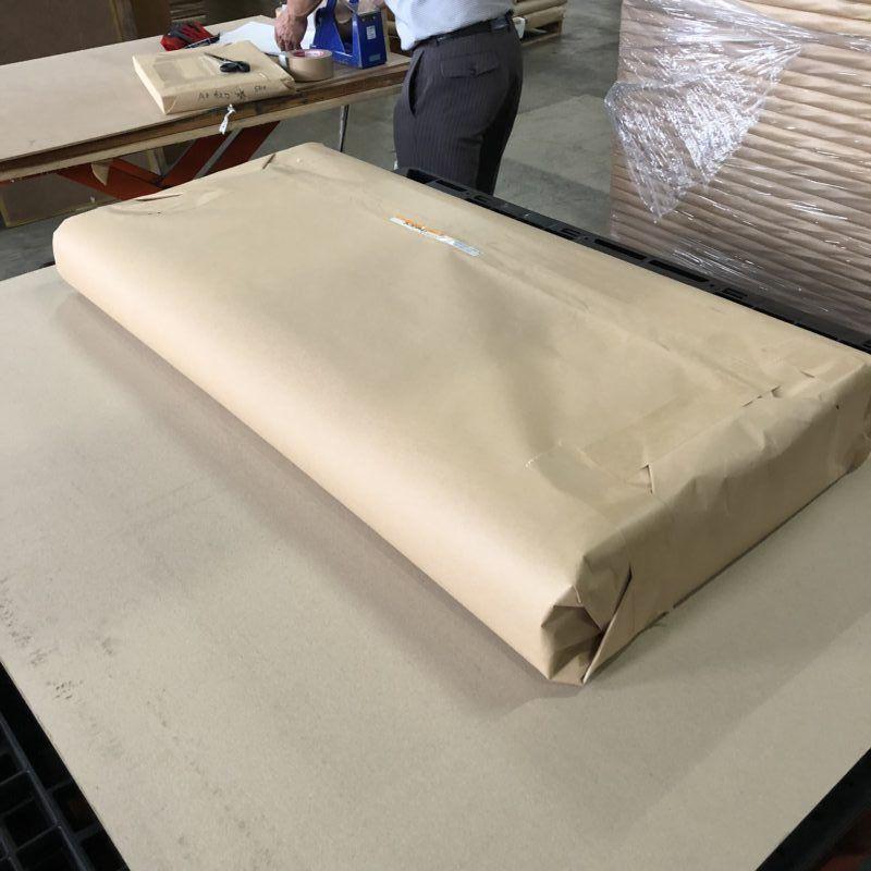 薄葉紙の全判サイズは三つ折りにして発送します
