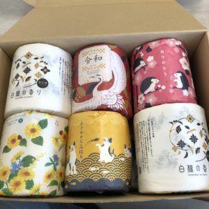 トイレットペーパーの底に日本文化ティッシュが隠れています。