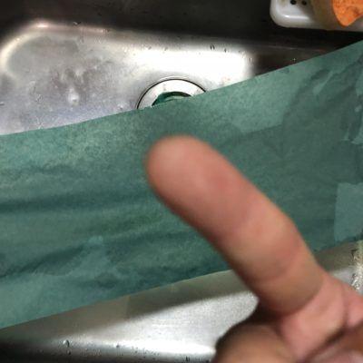 指で触った感じでは濡れていない。