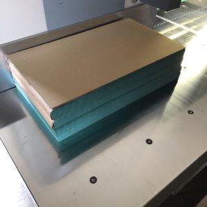 グリーンパーチ480㎜×280㎜サイズ2000枚です。浜田紙業の断裁機にて用途に合わせたサイズに断裁加工します!