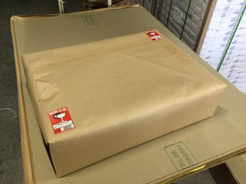 半裁はクラフト紙に包装して発送します