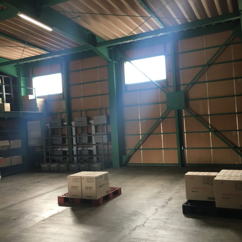 紙の宅配便の倉庫です