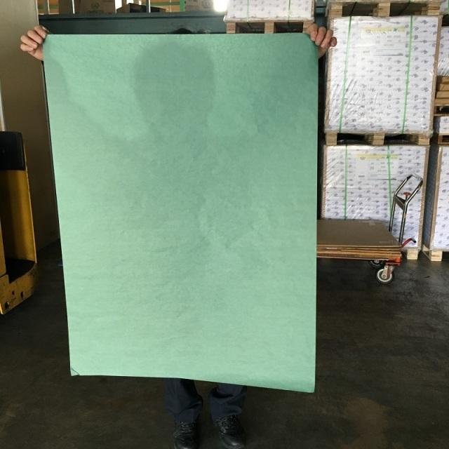 血を拭ける緑の紙です