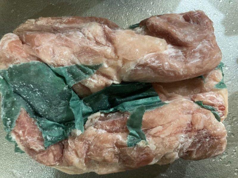 鶏肉の表面につくグリーンパーチ紙です