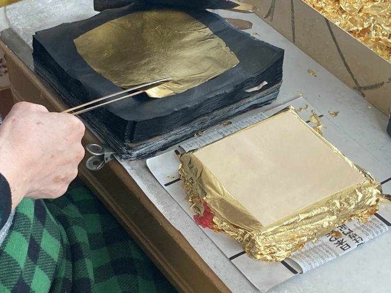 金箔とグラシン紙です