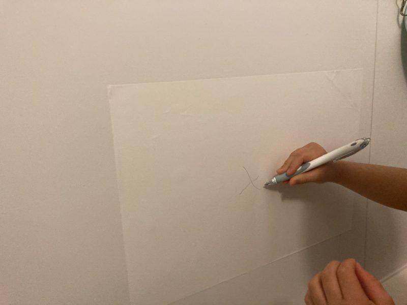 背景紙でお絵描きしました