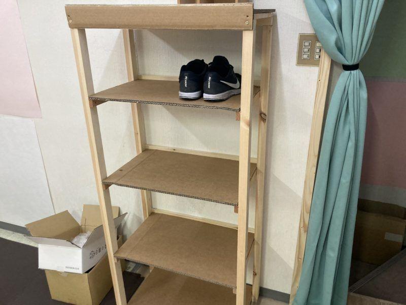 入り口にはハイプルエースを使った靴箱があります