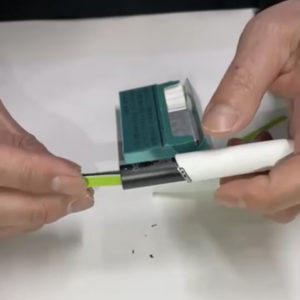アイコスを紙で掃除します