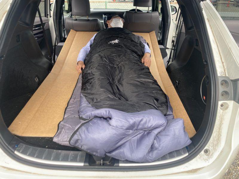 キャンプ用の車中泊シートです