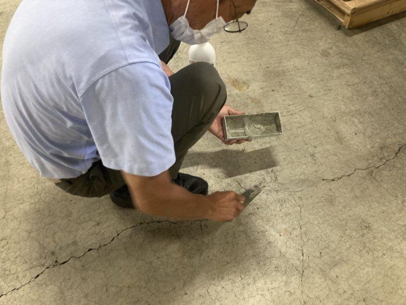 コンクリートのひび割れ補修です