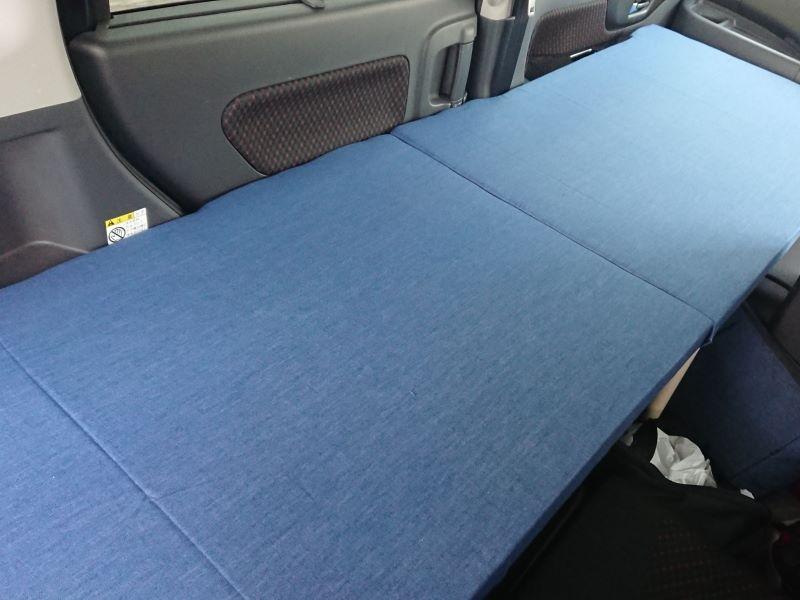 車中泊用のシートダンボールです