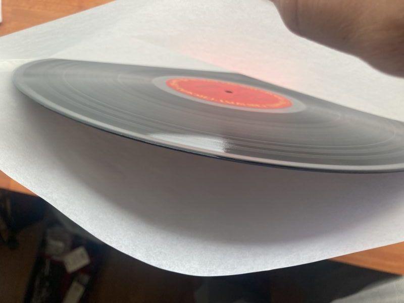 レコードの内装です